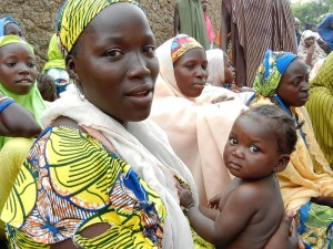 800px-A_woman_attends_a_health_education_session_in_northern_Nigeria_(8406369172)