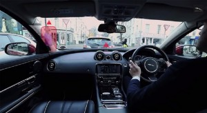 Jaguar-360-degree-Virtual-Urban-Windscreen