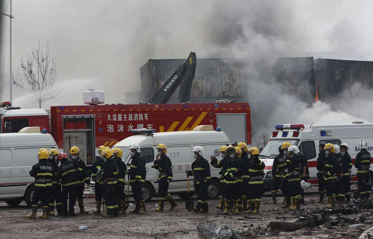 2048x1536-fit_pompiers-site-explosion-tianjin-14-aout-2015-chine